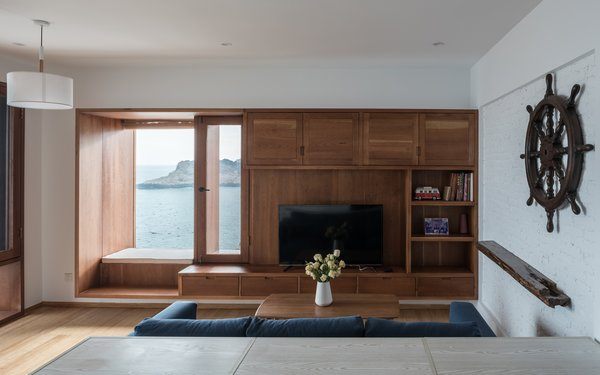 The living room faces the rugged coastal.