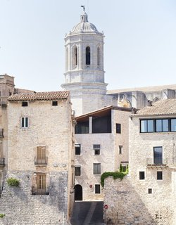 The small medieval city and university town of Girono sits along the River Onyar.