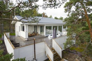 A Honka model called Kommodori was used for this seaside home,