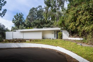 2621 La Cuesta Drive is located near Runyon Canyon hiking trails.