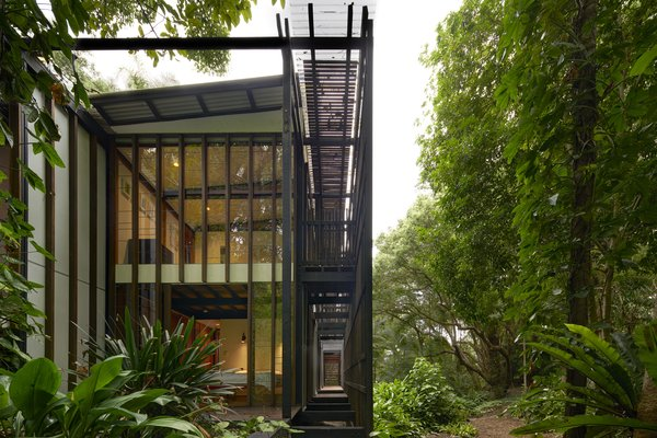 Composed of three, double-storey pavilions punctuated by two voids, and linked by the trellis structure, the interior spaces transition seamlessly to the outdoor spaces.