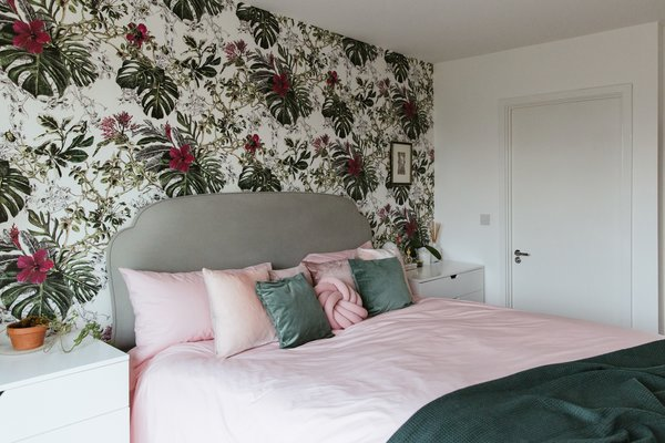 For the bedroom, she has used Seasons Summer Tropical Bloom, which is one of Zeng's favorite designs. She knew she wanted a busy, dense floral pattern behind the bed to create the feeling of falling asleep in a jungle.