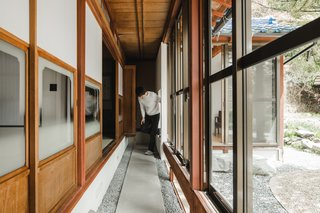 Mizumoto transformed one of the original Japanese-style rooms into a garden that references the house's past as a rice field farmhouse.