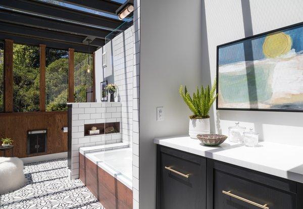 Best 2 Modern Bathroom Pendant Lighting Whirlpool Tubs Design Photos