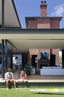The deep veranda, where a living lounge and outdoor dining area are located, reduces the amount of direct sunlight entering the house, which helps protect the fit-outs, furniture, and fabrics from weathering in the strong Australian sun.