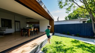 The original extension blocked airflow and sunlight into the house, which resulted in dark, cramped living spaces. By adding three massive sliding doors to open up the garden-facing wall of the house, Ong has made the interiors look and feel brighter and more spacious.