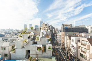 Hirata has used a system of organic layering to create a series of three-dimensional spaces, while also integrating apartments and galleries within the structure's five levels.
