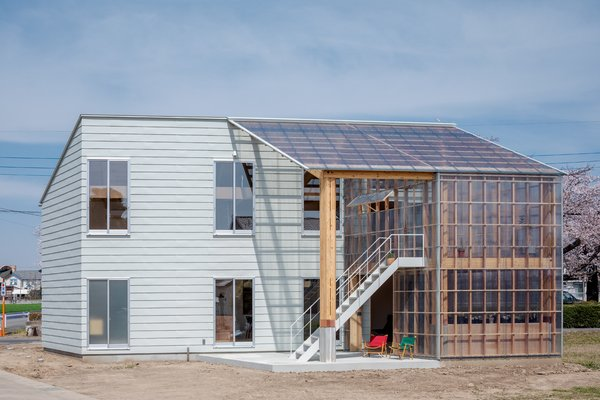 """The width of the greenhouse volume is equal to the width of the enclosed  volume. """"The greenhouse portion and the residential portion are structurally independent while complementing each other's functions,"""" says Snark architectural director Yu Yamada, """"enabling expansion, reduction, and renewal of the greenhouse section in the future."""""""