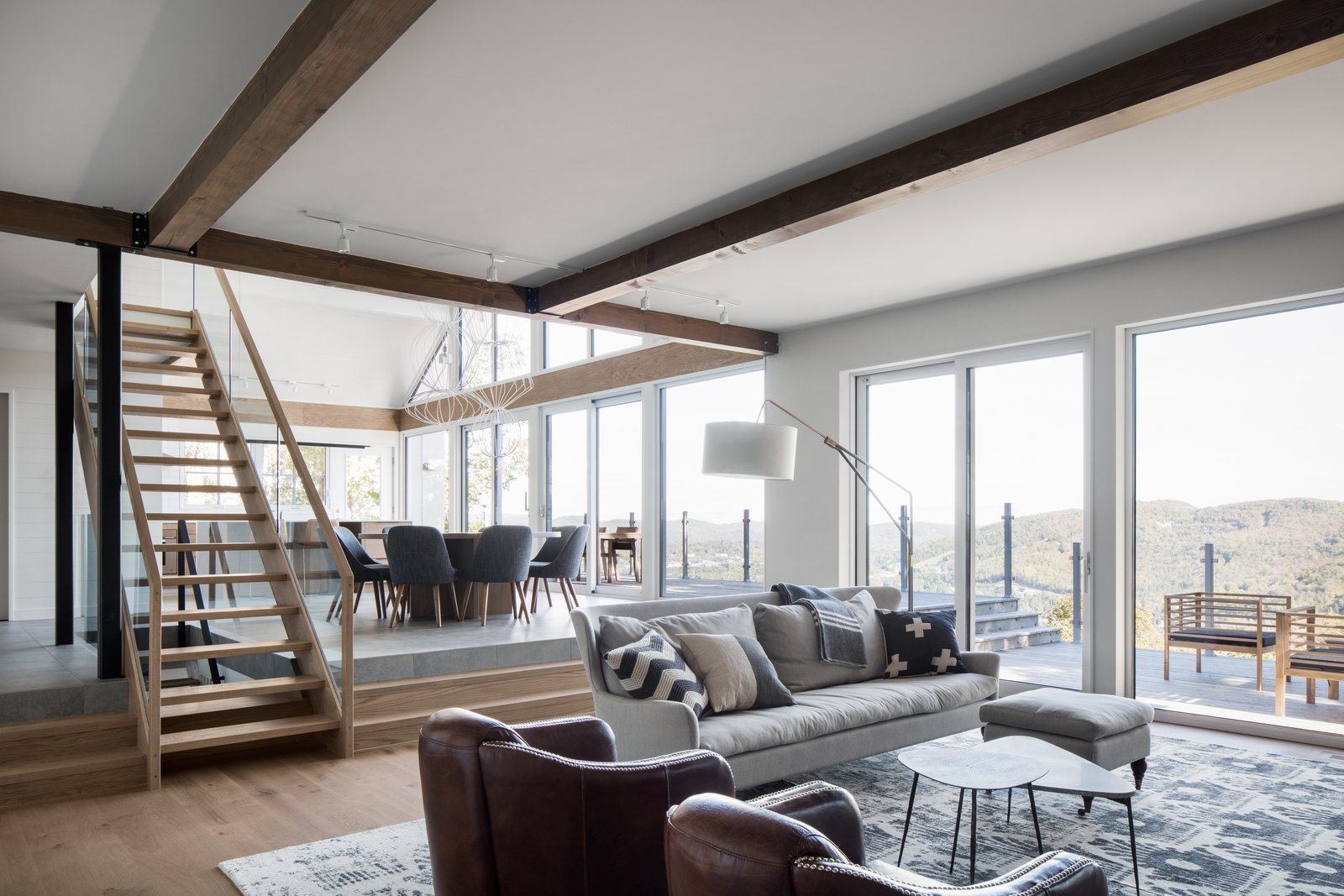 A 1960s Canadian Ski House Is Rebuilt Into a Gorgeous Abode