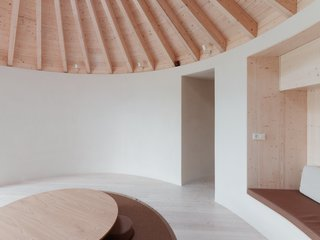 Jurkovič created built-in alcove seating in the main room to maximize the usable floor area.