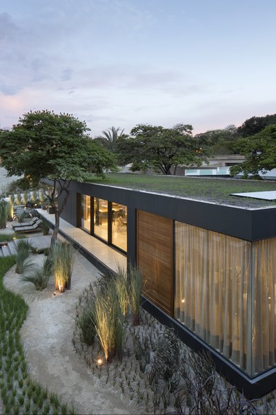 Made of 100-percent recyclable materials and equipped with smart home technology, this prefab known as SysHaus is a new model by a Brazilian construction and engineering start-up.