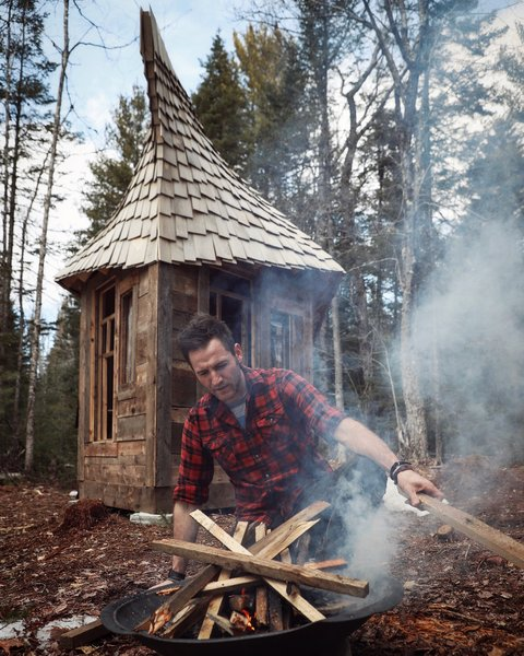 Set on an 80-square-foot irregular pentagonal base, and built with 100-percent recycled materials, this cabin is 17 feet long, 11 feet tall, and seven feet wide at its widest point. It has a small, 30-square-foot loft.