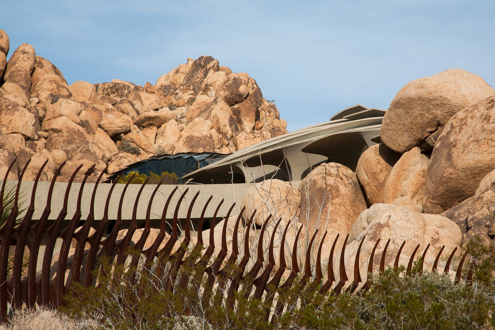 High Desert House in Joshua Tree Is an Otherworldly Architectural Icon