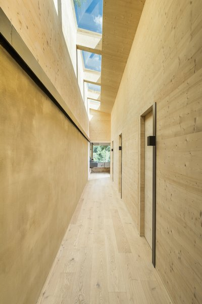 An elongated skylight was installed above the corridor that runs along the bedrooms. The walls of this corridor are made with natural clay to help control humidity levels.