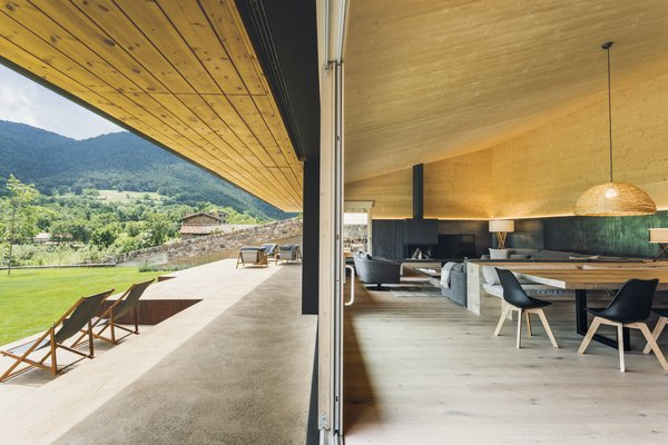 The roofs of both wings converge at the garden to create a continuous porch around the house.