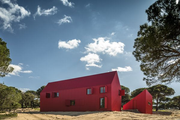 14 Red-Hot Homes With Striking Scarlet Exteriors