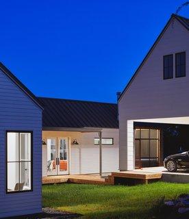 一个车棚允许更多的户外甲板空间。