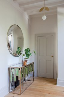 The leaf motif on the brass, metal lights used in the hallways and throughout the home also pays homage to Morris's botanical prints, yet in a more minimalist and modern way.