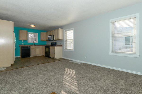 There was no distinct boundary between the kitchen and the living room before the renovation.