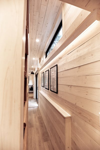 The walls and ceilings are made from white-washed pine. The floors consist of waterproof luxury vinyl planks, and the built-in components are made of Baltic birch plywood.