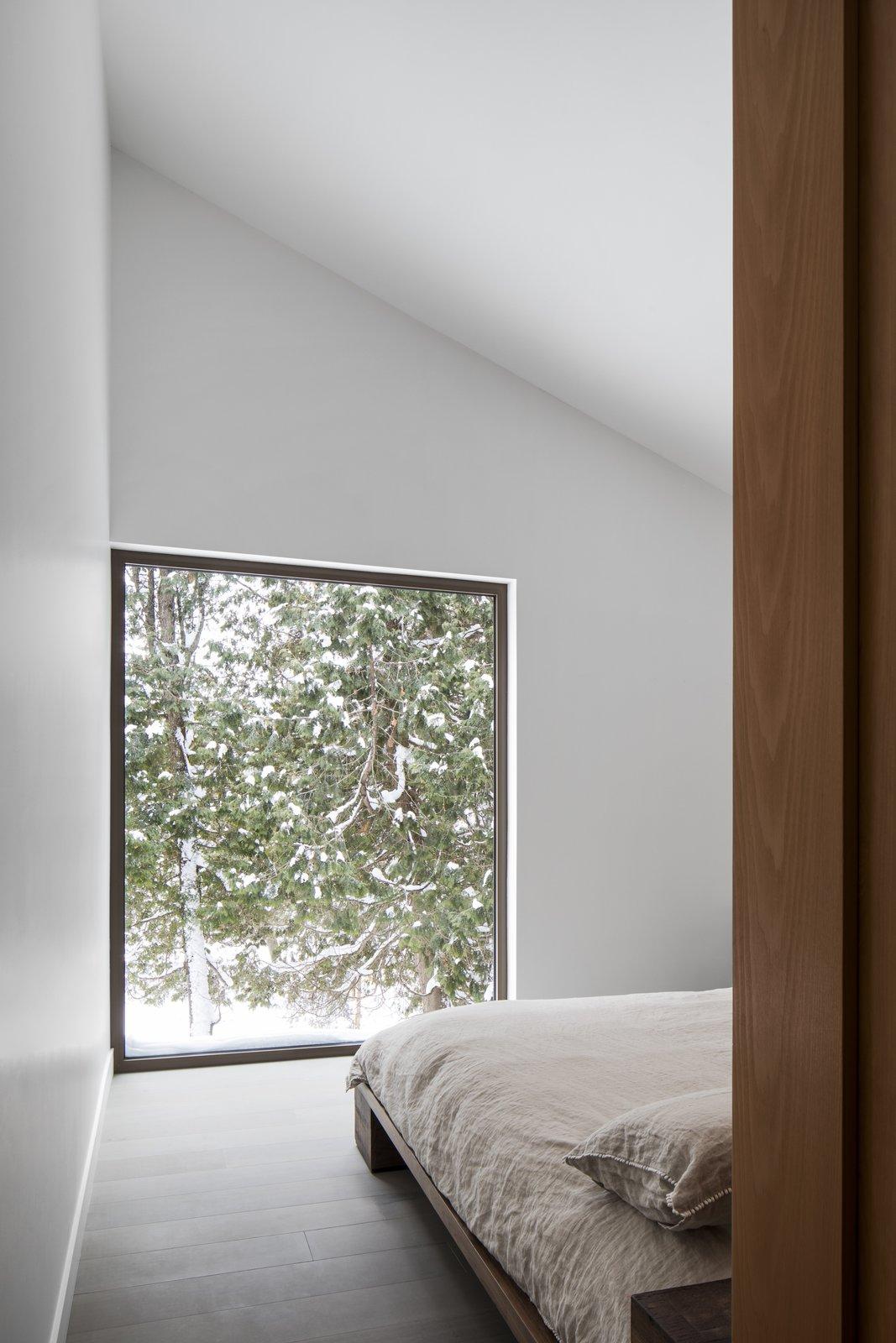 Résidence L'Accostée master bedroom