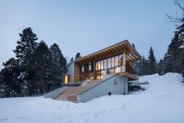 This Lakeside Family Home in Canada Celebrates the Life Aquatic—Both Indoors and Outside