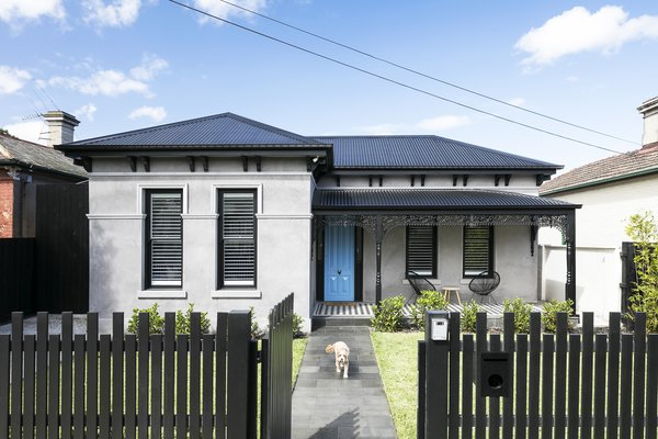 Before After An Australian Victorian Home Gets Rescued From A Bad 70s Remodel