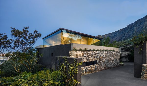 The inverted pyramid roof of Kloof 119A glows at night, creating a giant light box effect.