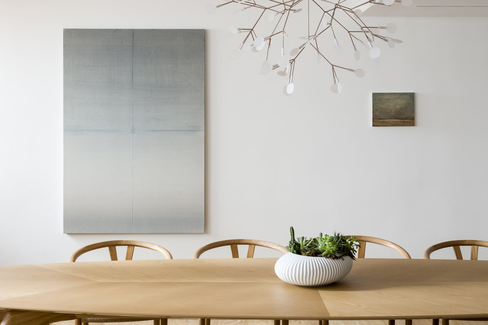 Apartment VLP dining table with Bertjan Pot lamp