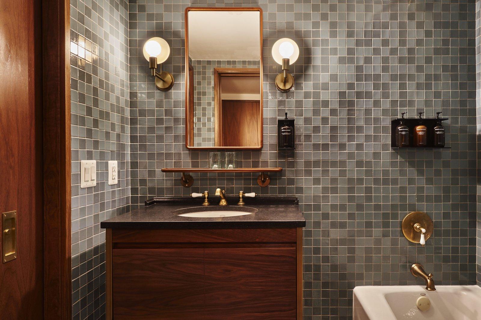 Eaton DC hotel bathroom