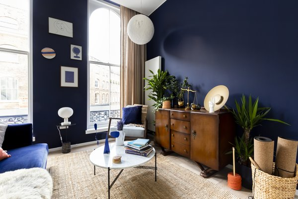 The dark blue walls and earthy fiber carpet were chosen for their ability to encourage unwinding.