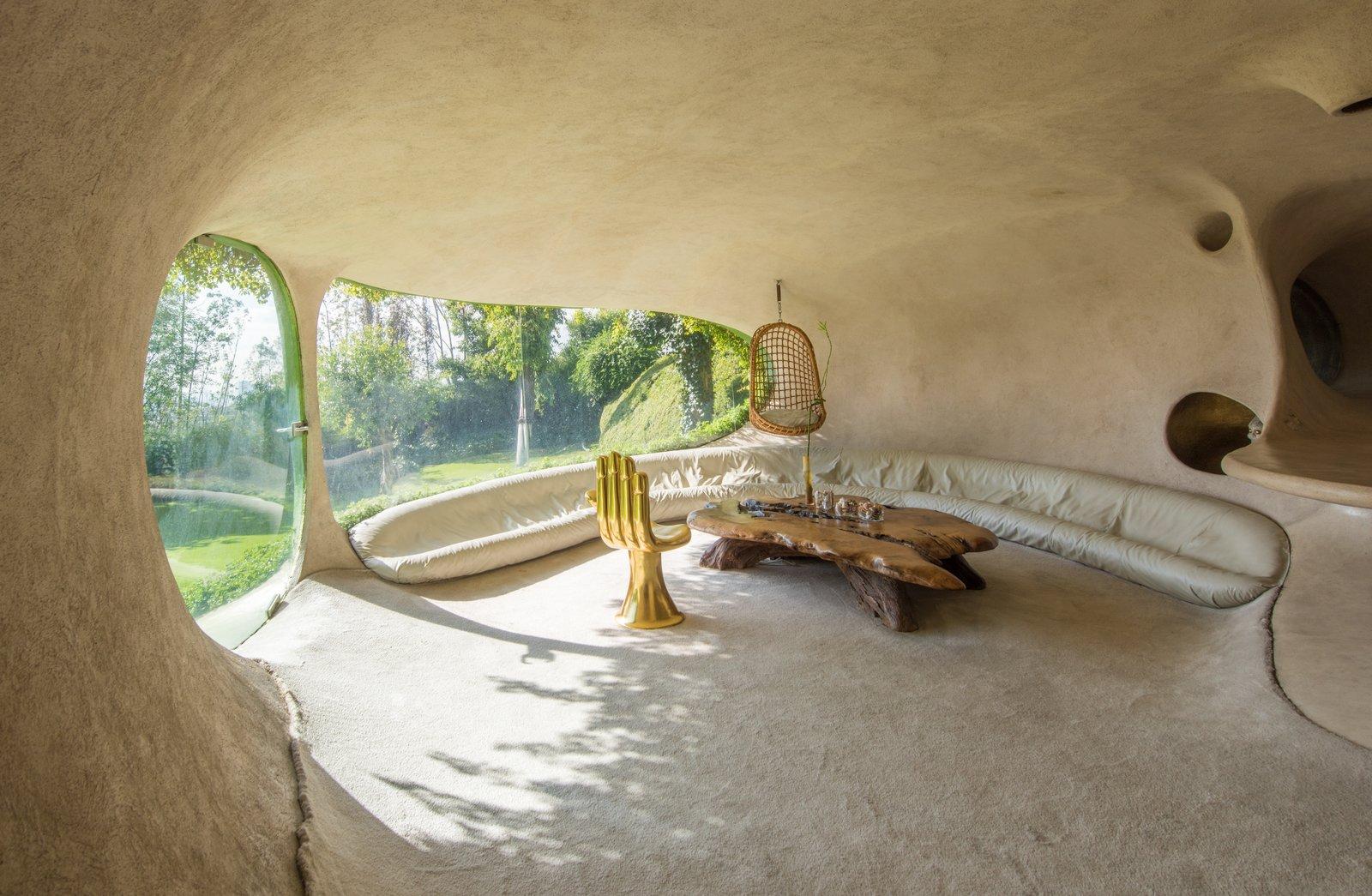 Organic House underground home living room
