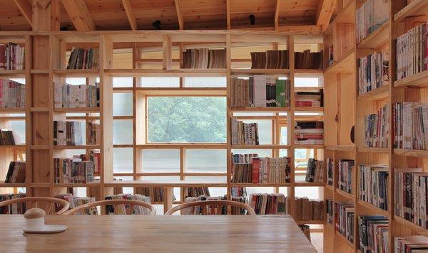 A communal reading/study desk.