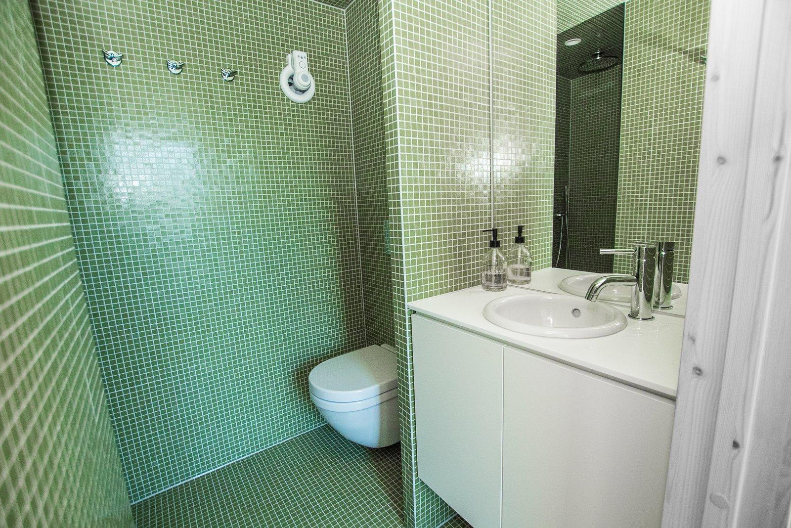PAN treetop a-frame cabin bathroom