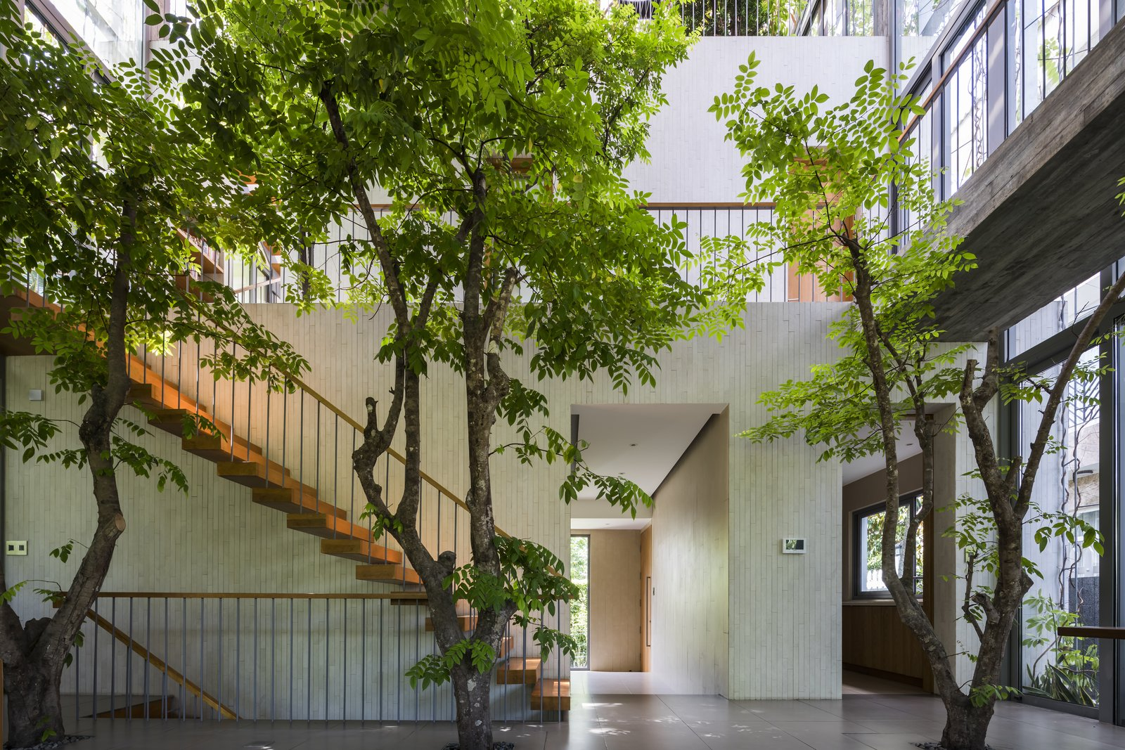 Stepping Park House floating staircase