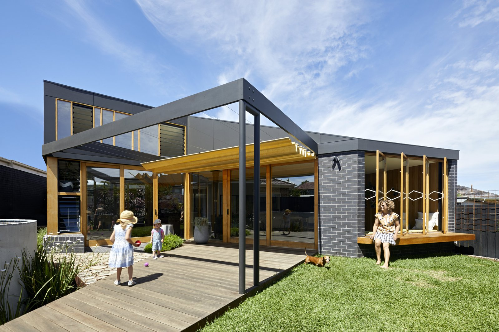 A 1960s Melbourne Home Gets a Summery Extension Inspired by Caravan Tents
