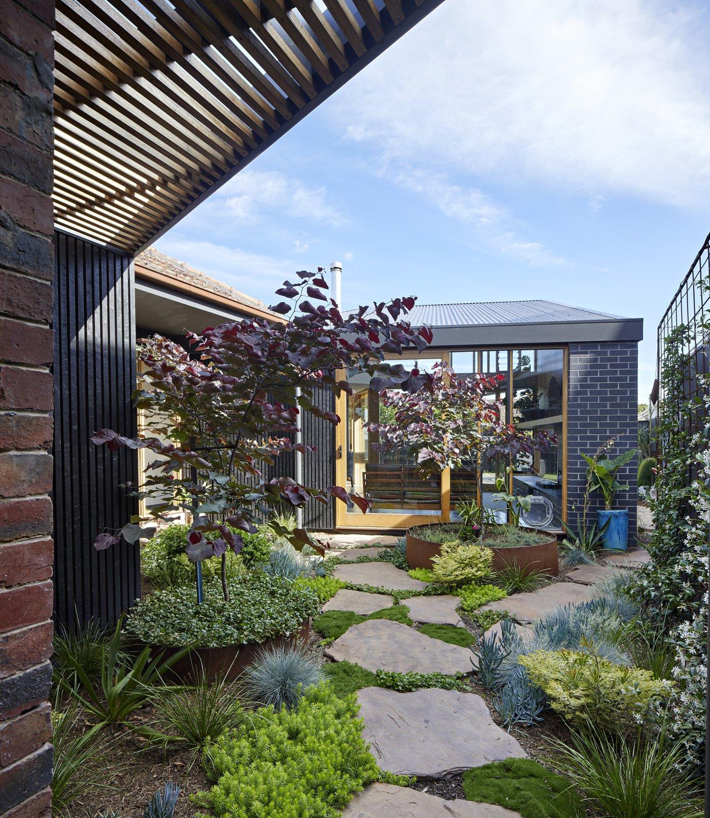 BENT Annexe garden