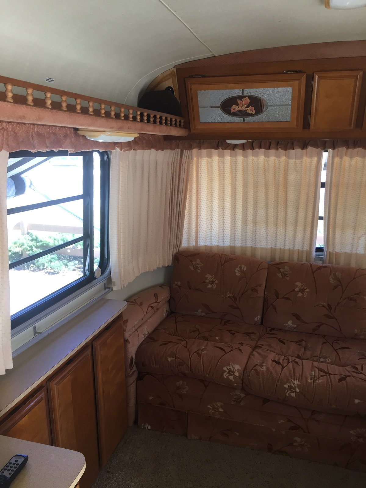 Before & After: A 1986 Fleetwood Trailer Gets a Cozy, Colorful DIY Makeover