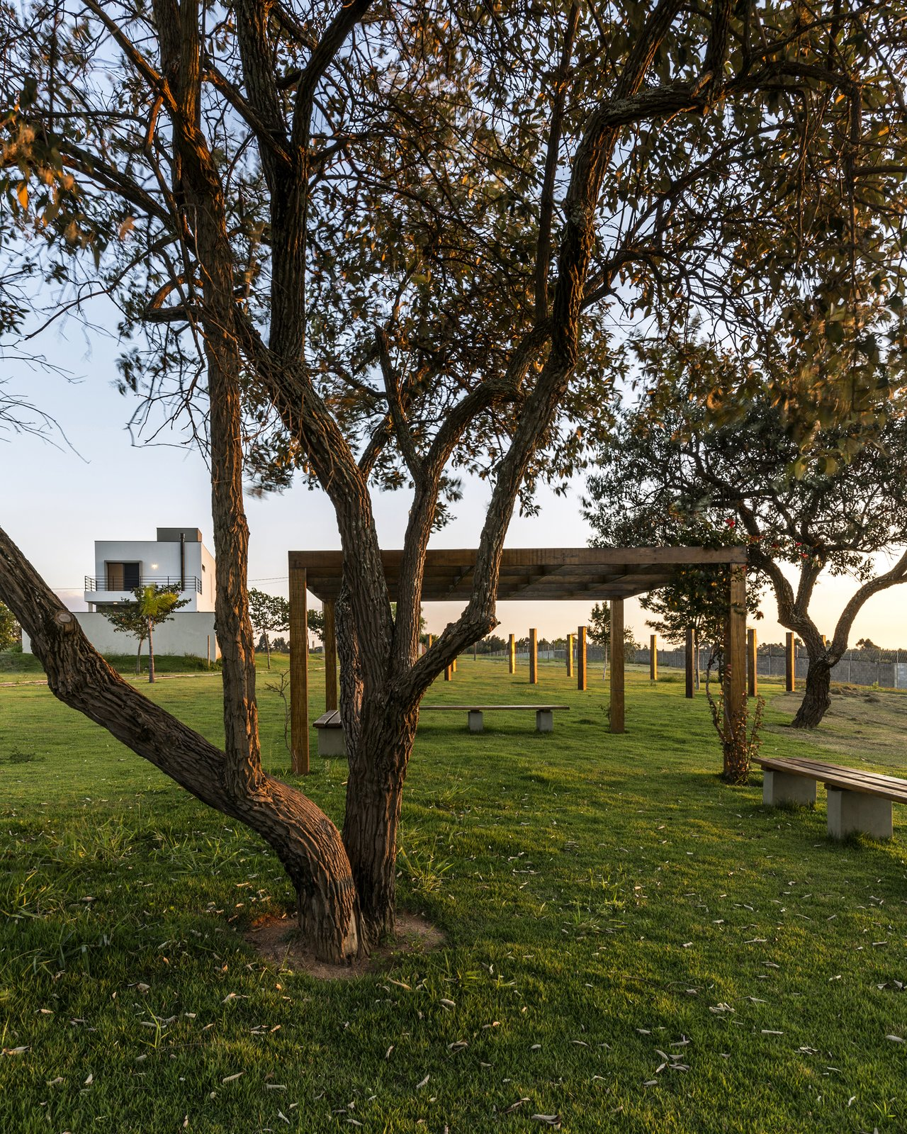 SG House - The volumetry is imposing in the landscape  SG House by Taguá Arquitetura+Design