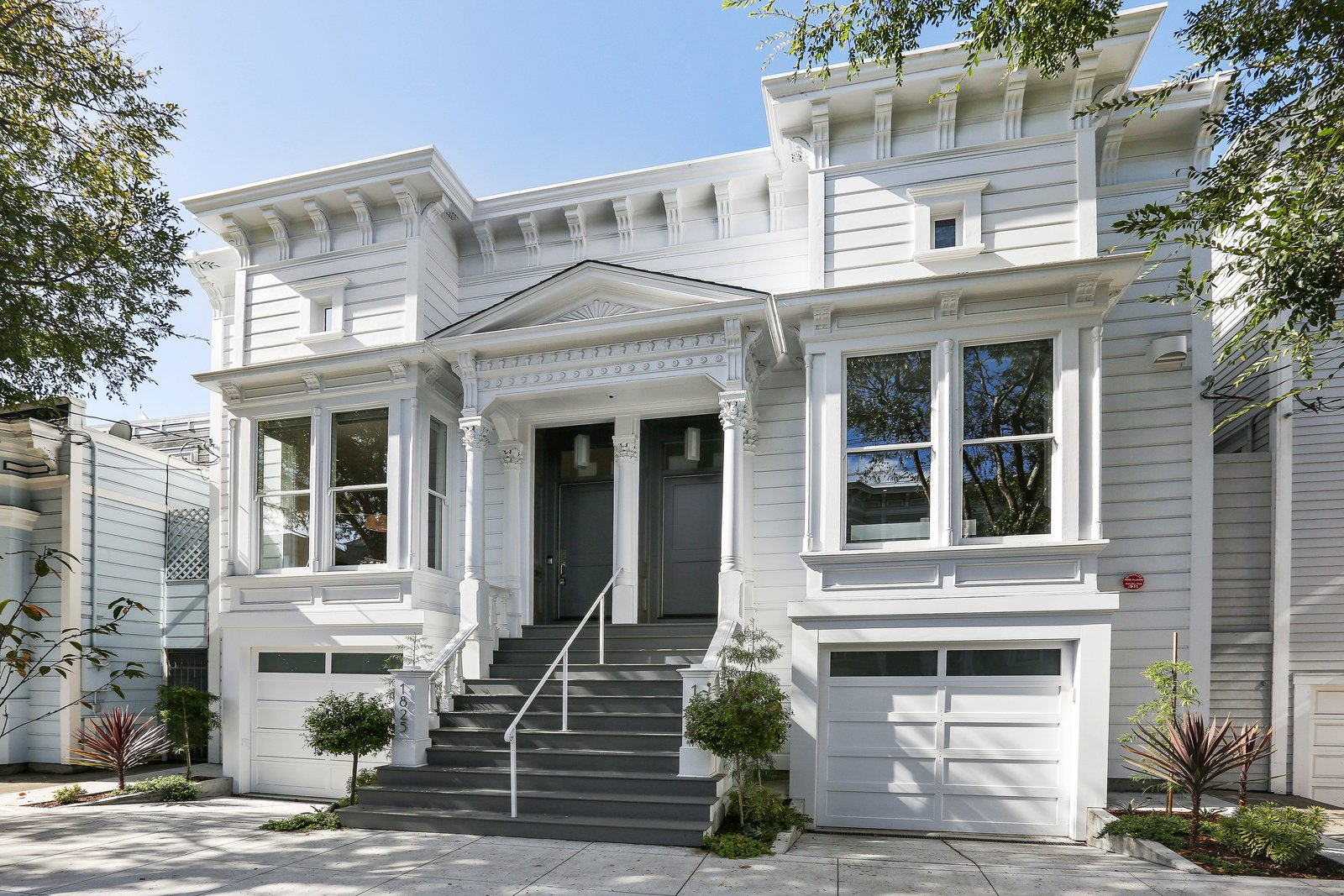 Front facade  Lower Pacific Heights by patrick perez/designpad architecture