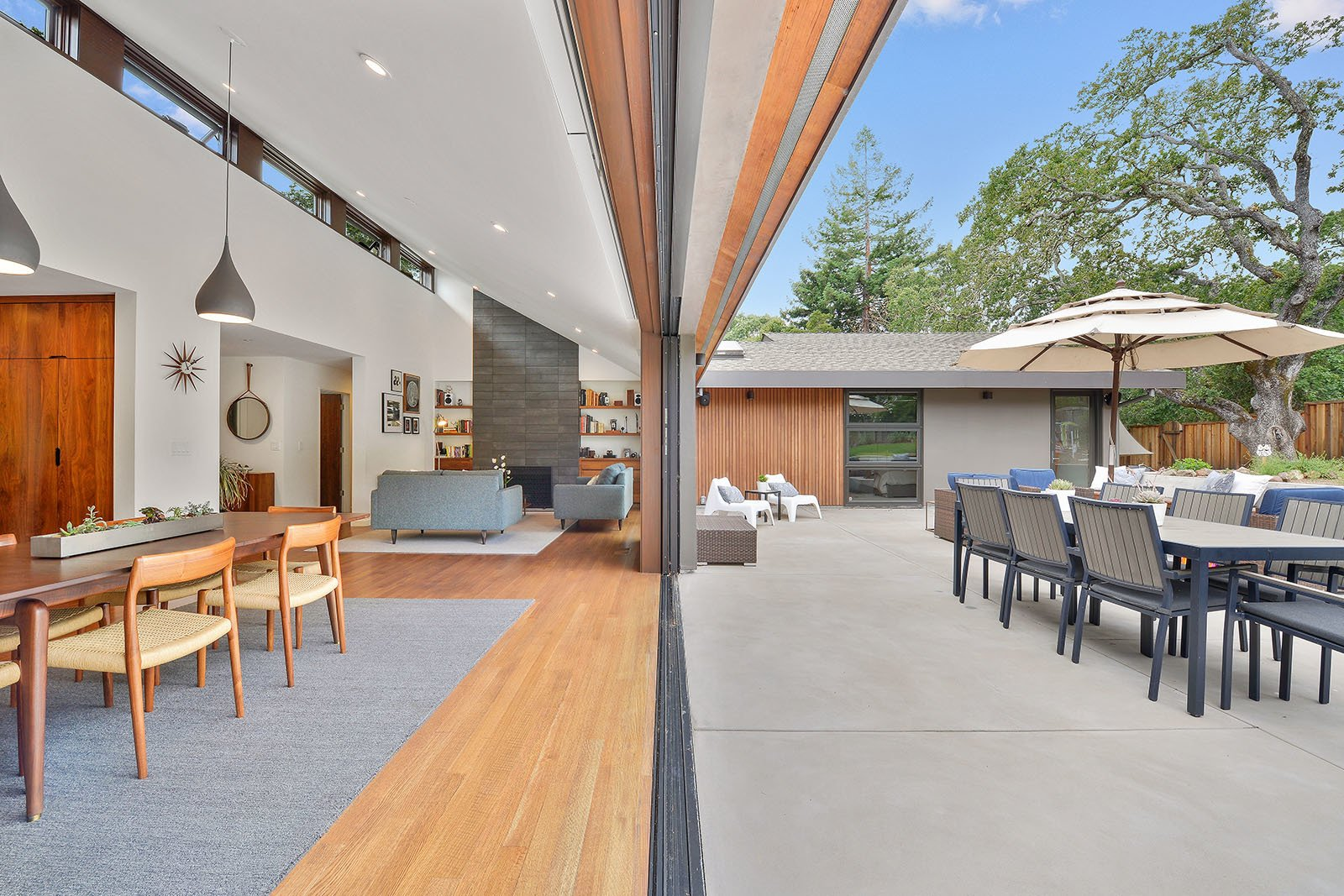 Inside & outside Tagged: Outdoor, Back Yard, and Large Patio, Porch, Deck.  Portola Valley by patrick perez/designpad architecture
