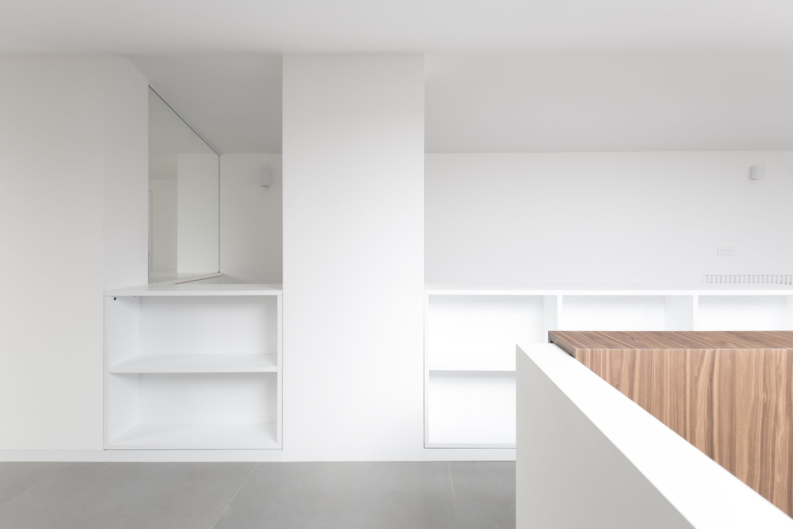 All the furniture in the attic is tailor made to optimise the low ceiling space, to obtain storage spaces .  Home A236