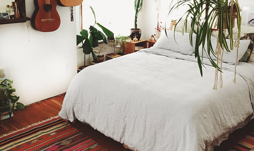 The White Linen Venice Set keeps Emily's room looking clean and cohesive; Source: Emily Katz/Parachute  Photo 4 of 5 in Emily Katz on How to Give a Bedroom Good Vibes