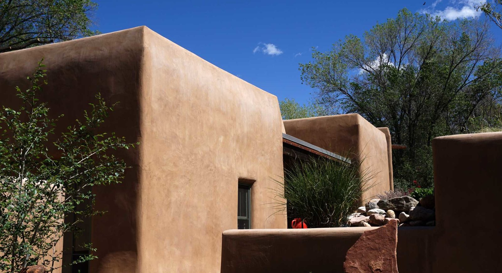 Exterior, House Building Type, and Stucco Siding Material Exterior View  Santa Fe East Side Home by Ju Tan