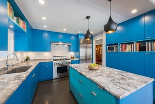 Located in Park Ridge, Illinois, this kitchen renovation gives new life to a midcentury that has been passed down through generations.