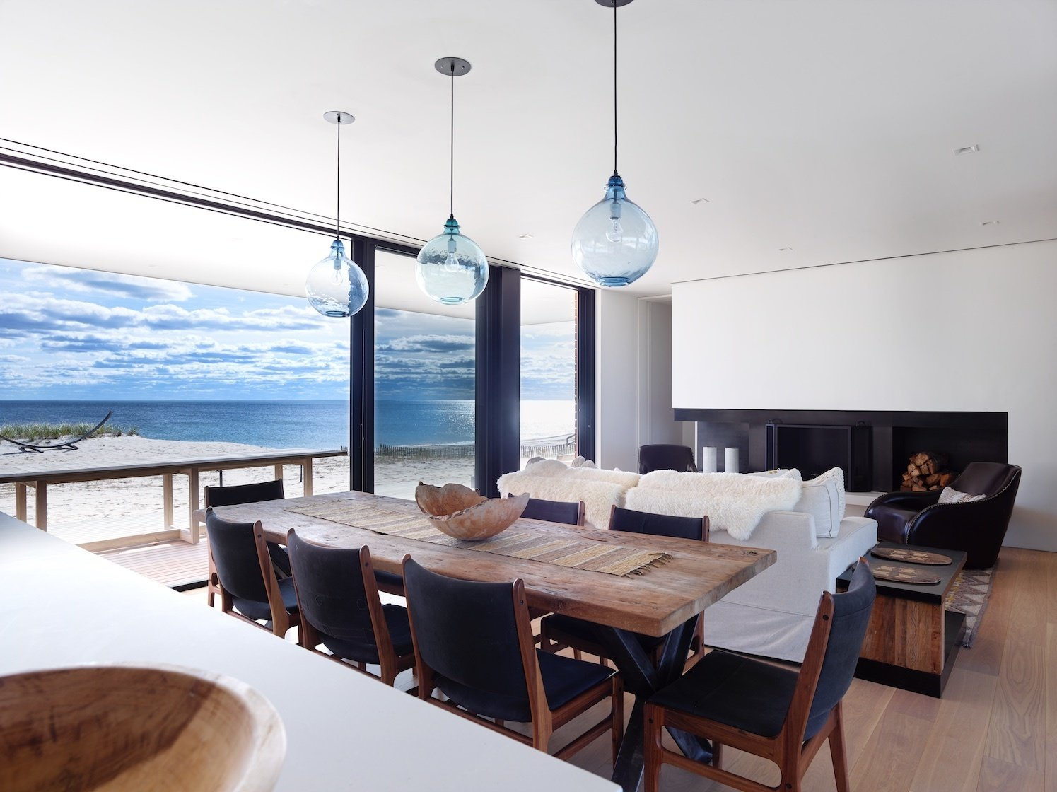 Dining and living room overlooking ocean  House On The Point by Stelle Lomont Rouhani Architects