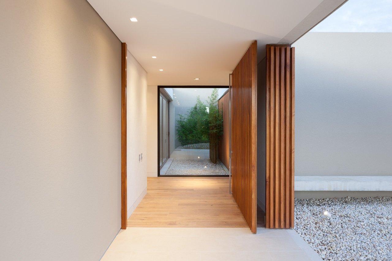 Entrance looking towards patio  Casa 40 by Sergio Reyes Rodríguez