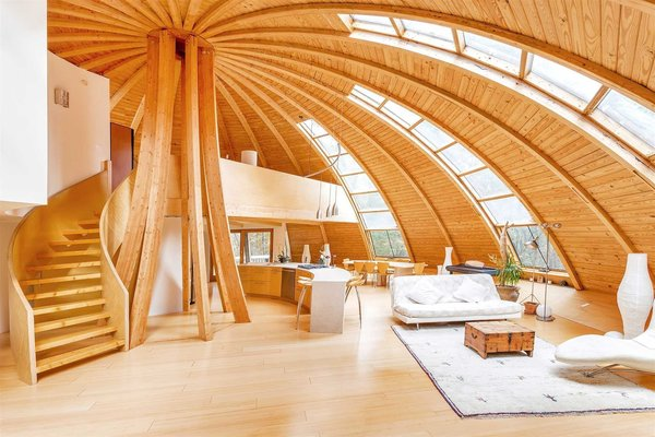 Domespace's unique system and design allows for the entire structure to rotate. This enables you to orient your home's windows to face or oppose the sun anytime you want in order to balance passively the internal temperature and reduce energy consumption.
