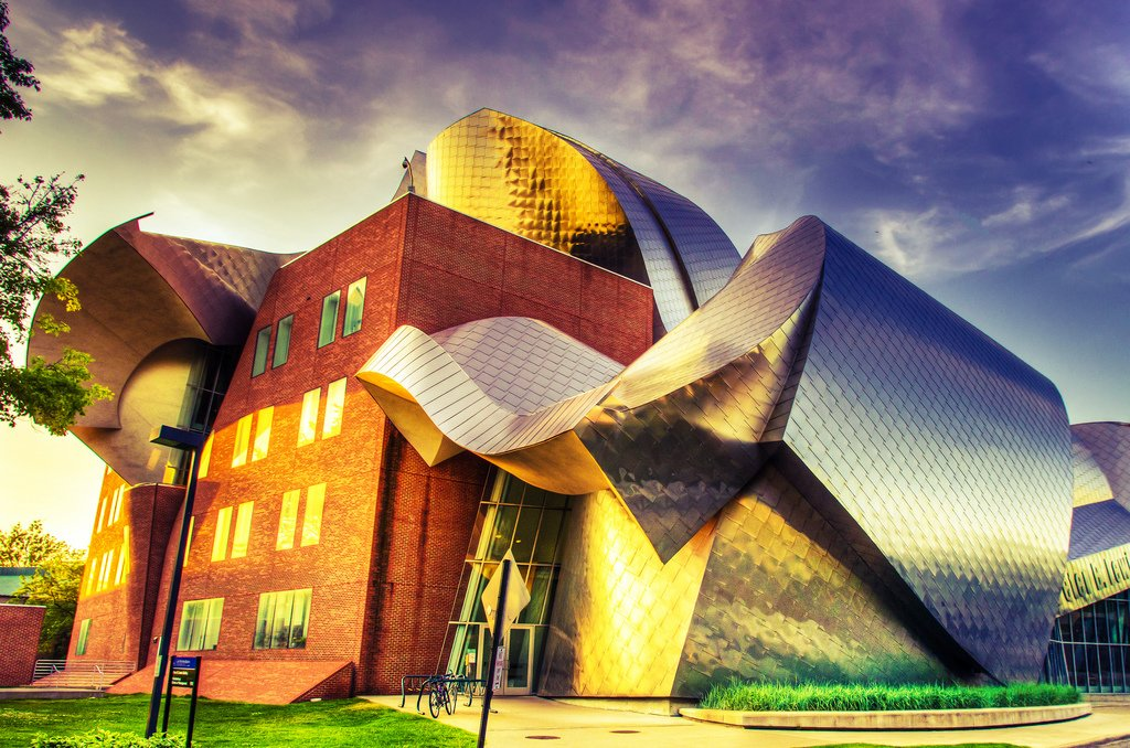 Frank Gehry buildings, Peter B. Lewis Building