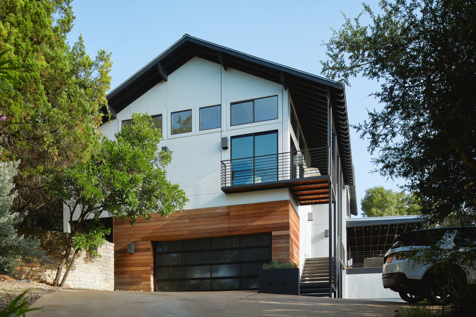 Exterior, Stucco Siding Material, Wood Siding Material, House Building Type, and Metal Roof Material Via Media Residence by Matt Fajkus Architecture   Photo by Leonid Furmansky  Via Media Residence by Matt Fajkus Architecture